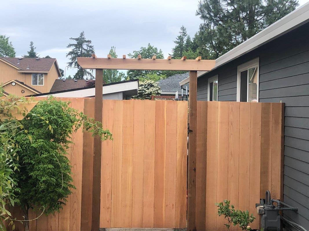Cedar Gate with Arbor Top